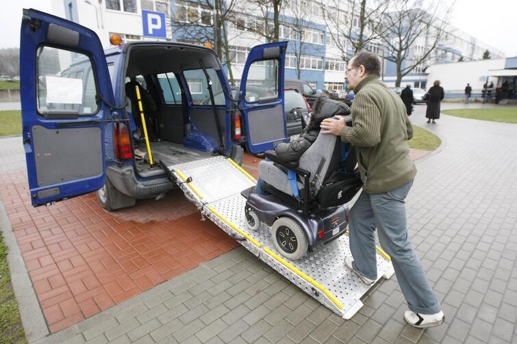 Informujemy o możliwości dowozu osób z niepełnosprawnością, chcących wziąć udział w głosowaniu w wyborach