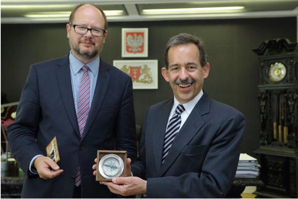 Spotkanie prezydenta Pawła Adamowicza z ustępującym ambasadorem USA Stephenem Mullem
