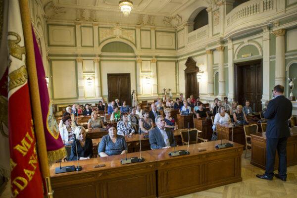 W Sali Obrad Nowego Ratusza zamiast radnych zasiedli dyrektorzy i nauczyciele z gdańskich szkół.