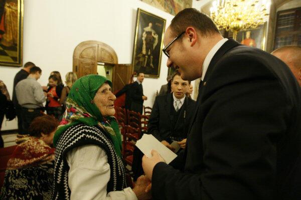 Gdańsk od lat jako jedno z nielicznych miast w Polsce przyjmuje m.in. rodziny repatriantów ze Wschodu. Na zdjęciu prezydent Paweł Adamowicz podczas spotkania opłatkowego w styczniu 2013 r.