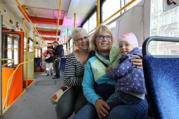 Pani Elżbieta, mieszkanka Dolnego Miasta od urodzenia, z córką Małgorzatą i wnuczką Emilką.