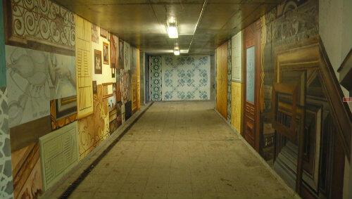 Pokrywanie szarych ścian malowidłami trwało 10 dni.
