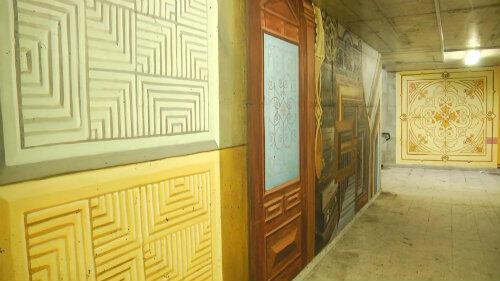 W którymś z oruńskich mieszkań stoi piec kaflowy. Takie same kafle można zobaczyć w przejściu podziemnym.