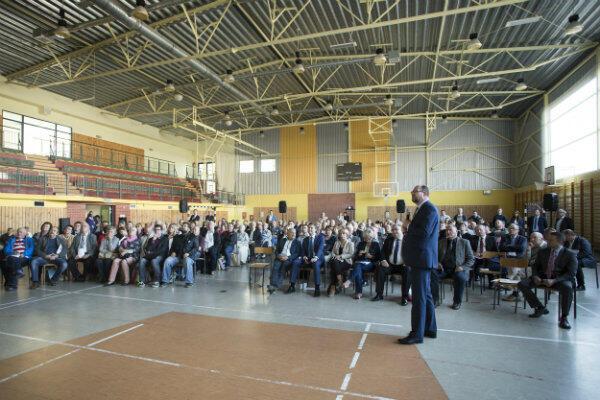 Spotkanie mieszkańców Piecek-Migowa z prezydentem Pawłem Adamowiczem odbyło się na terenie XX Liceum Ogólnokształcącego.