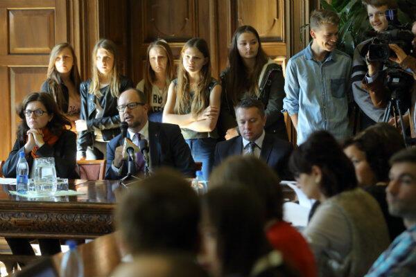 Prezydent Gdańska Paweł Adamowicz ogłasza wyniki głosowania na projekty obywatelskie.