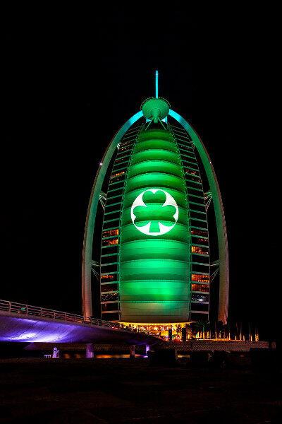 ... i luksusowy hotel Burj al Arab w Zjednoczonych Emiratach Arabskich.