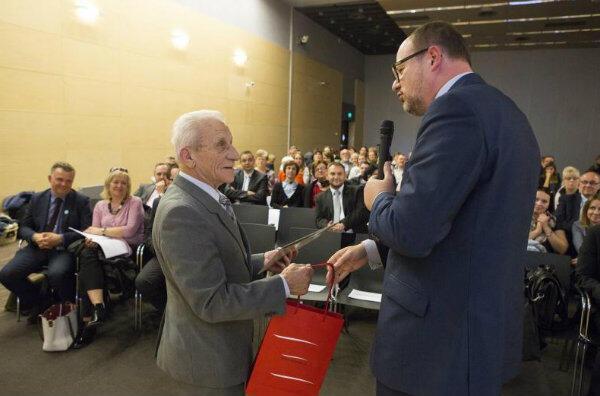 Wśród osób docenionych za działania na rzecz mieszkańców Letnicy znalazł się Wiesław Siemiński, założyciel Klubu Seniora.