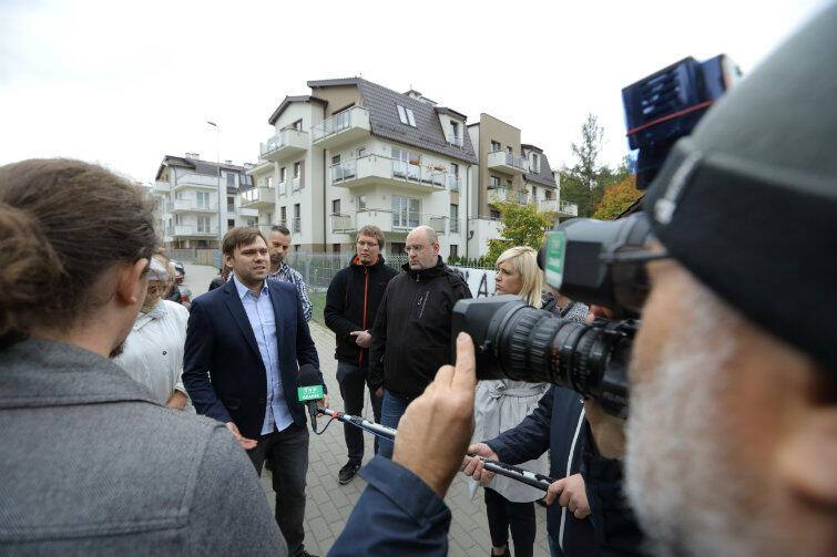 Protest mieszkańców Osiedla Pomarańczowego przeciwko planowanej budowie izby wytrzeźwień na Srebrzysku.