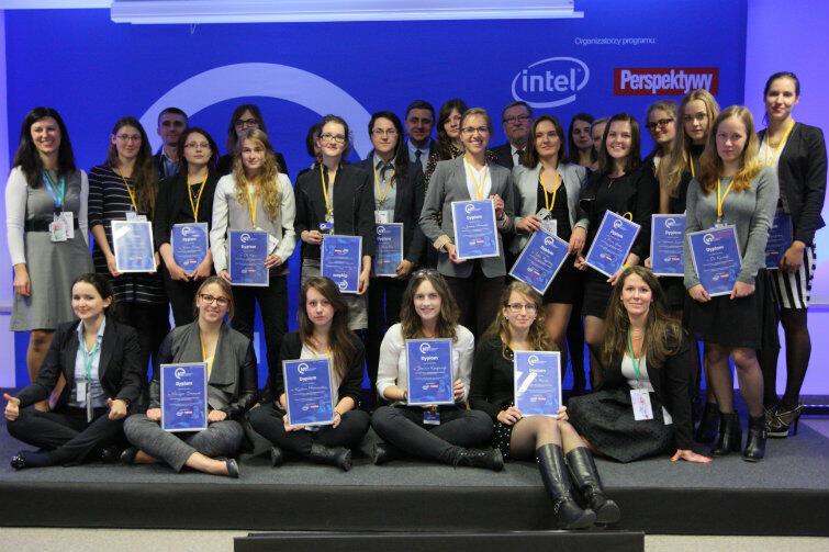 Z 600 kandydatek do pierwszej edycji stypendium wybrano 20 studentek z całej Polski.