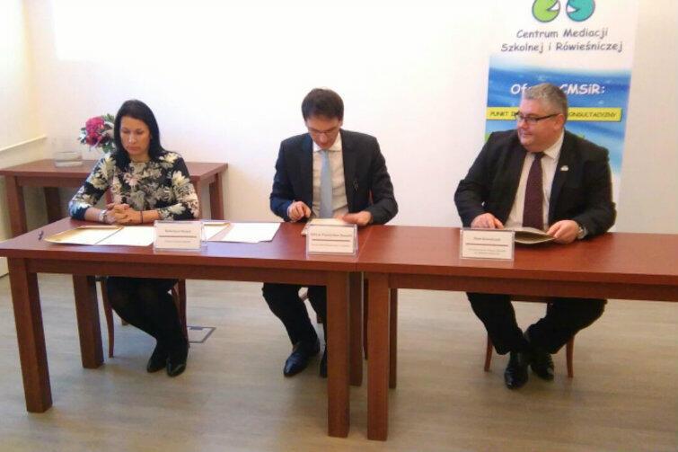 Porozumienie w sprawie współpracy samorządu Gdańska z Polskim Centrum Mediacji podpisano w jednej z sal Sądu Okręgowego.