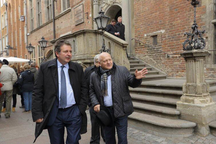 Rudiego Vervoorta (z lewej) oprowadzal po mieście wiceprezydent Wiesław Bielawski.