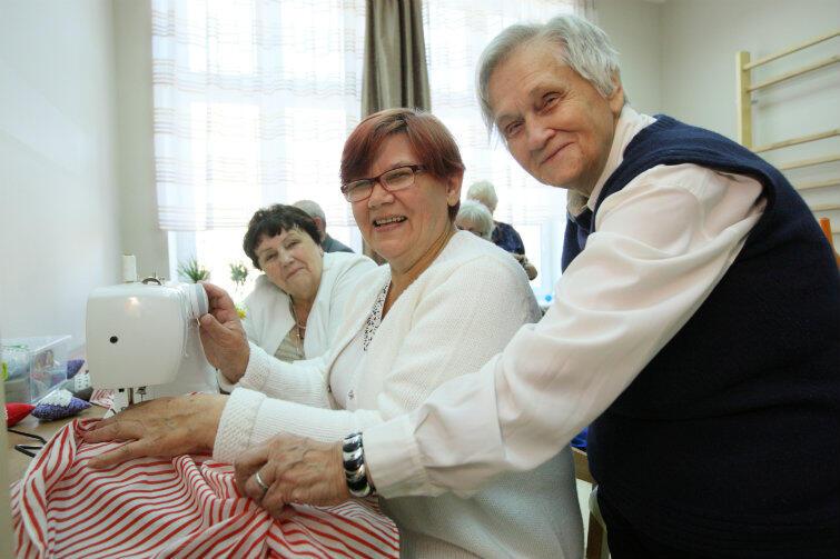 Czy senior musi się nudzić w domu? Uczestniczki zajęć w niedawno otwartym domu Senior-WIGOR zaprzeczają energicznie!