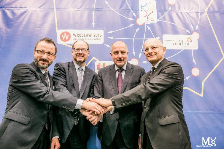 Sygnatariusze Koalicji Miast (od lewej): prezydent Łodzi Krzysztof Piątkowski, Gdańska Paweł Adamowicz, Wrocławia Rafał Dutkiewicz i Lublina Krzysztof Żuk.