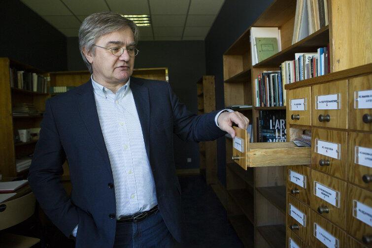 Regały dla uczelnianej biblioteki kupiła jeszcze Józefina Szelińska, narzeczona Brunona Schulza, twórczyni i pierwsza dyrektorka gdańskiej biblioteki.