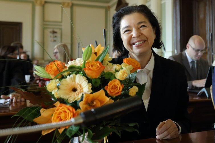 Małgorzata Chmiel przez sześć kadencji służyła mieszkańcom swoją wiedzą i doświadczeniem. Radni pożegnali ją brawami i kwiatami.