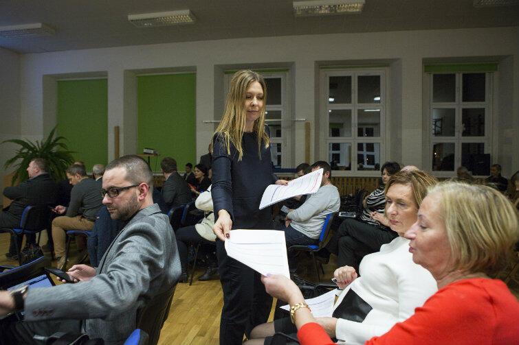 Uczestnicy spotkania otrzymali do wypełnienia ankiety: jakie inwestycje powinien zrealizować Gdańsk w pierwszej kolejności?