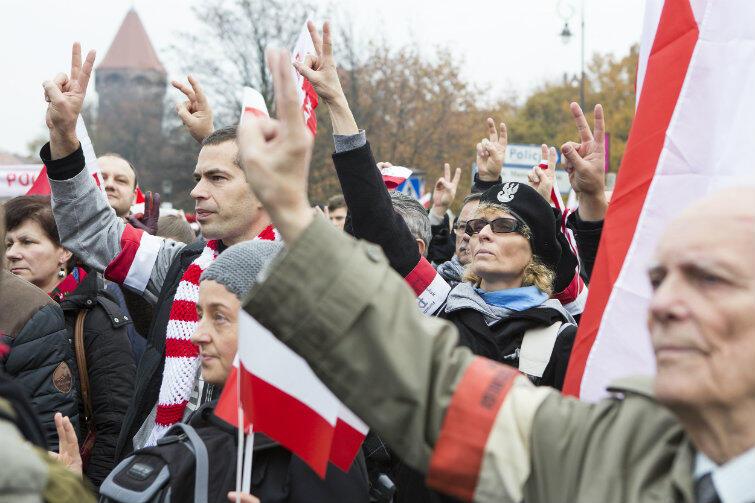 Rok temu uczestnicy gdańskiej Parady Niepodległości mieli prawo łamać sobie głowy nad tym, co wybrać w restauracji. Teraz odpowiedź będzie prosta: potrawy patriotyczne. Niektórzy na pewno zechcą zamówić nawet dwa dania.