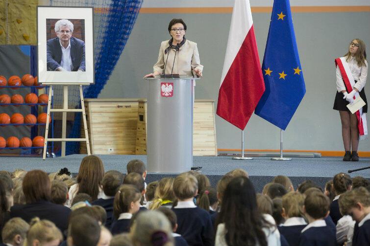 W uroczystym nadaniu szkole imienia Arama Rybickiego uczestniczyła m.in. premier Ewa Kopacz.