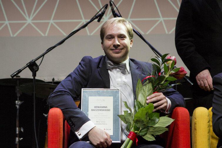 """Najwięcej SMS-ów czytelnicy """"Gazety Wyborczej"""" wysłali na Beniamina Baczewskiego. Muzyk otrzymał Nagrodę Publiczności."""
