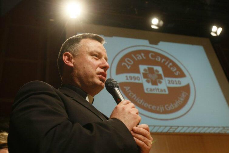 Ks. Ireneusz Bradtke podczas obchodów 20-lecia Caritas Archidiecezji Gdańskiej, w 2010 r.