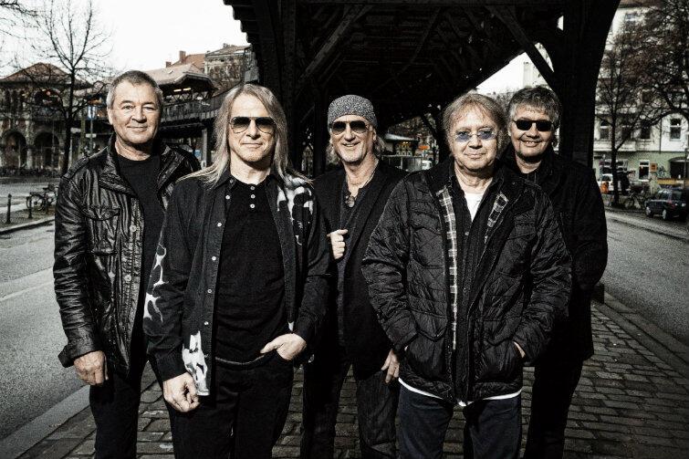 Deep Purple w aktualnym składzie personalnym. Od lewej: wokalista Ian Gillan, gitarzysta Steve Morse, basista Roger Glover, perskusista Ian Paice i klawiszowiec Don Airey.