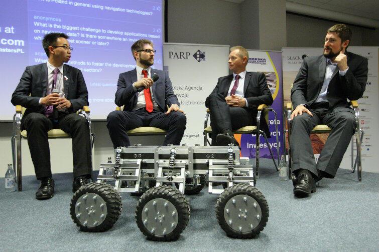 W piątek, 4 grudnia, w Gdańskim Parku Naukowo-Technologicznym tęgie głowy z różnych stron świata dyskutowały o możliwościach korzystania z technologii kosmicznych.