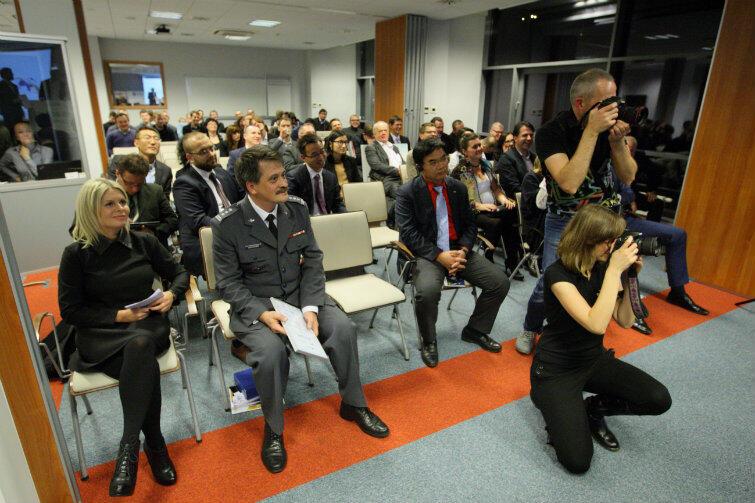Dyskusji przysłuchiwała się grupa specjalistów i dziennikarze.