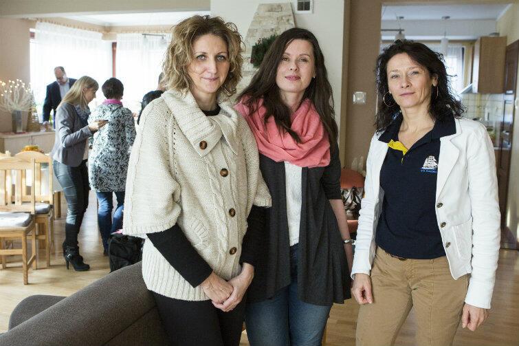 Od prawej: Sylwia Mrowińska z MOPR (pomysłodawczyni i organizatorka akcji), Anna Górska-Rutkowska (opiekunka grupy, która jedzie do Włoch) i Iwona Poniatowska-Olejniczak (dyrektorka Domu na Wzgórzu).