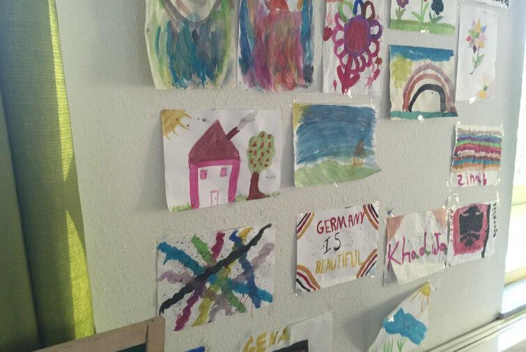 Germany is beautiful... Rysunki przedszkolaków uchodźców.