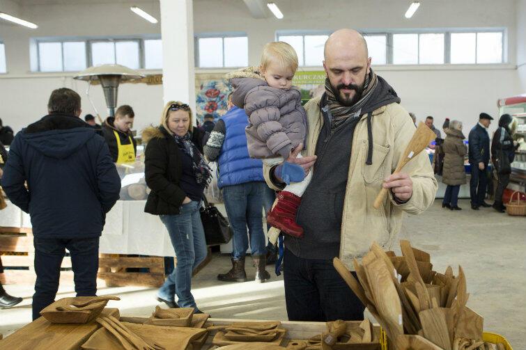 Wielu gdańskich klientów przyszło na zakupy z dziećmi.