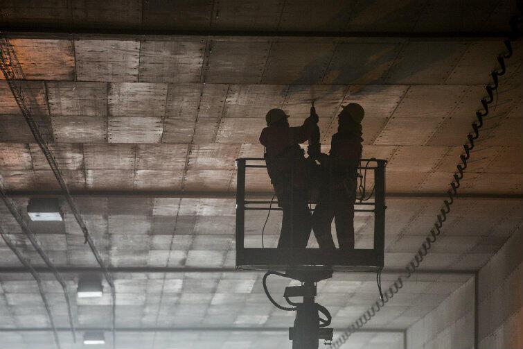 Trwają prace instalacyjne: czujki, światła, systemy IT.