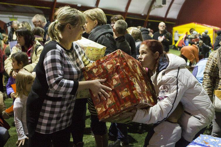 Niektóre prezenty były większe od obdarowanych dzieci.