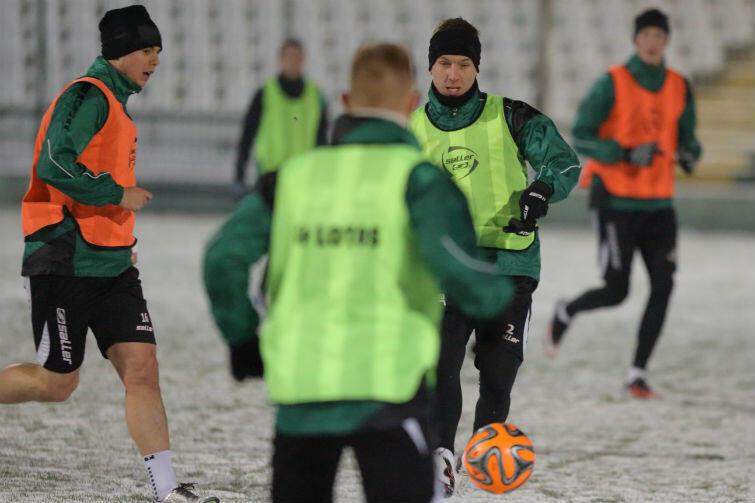 Ariel Borysiuk (pierwszy z lewej) w piątek, 8 stycznia 2016 r., jeszcze trenował z kolegami z Lechii