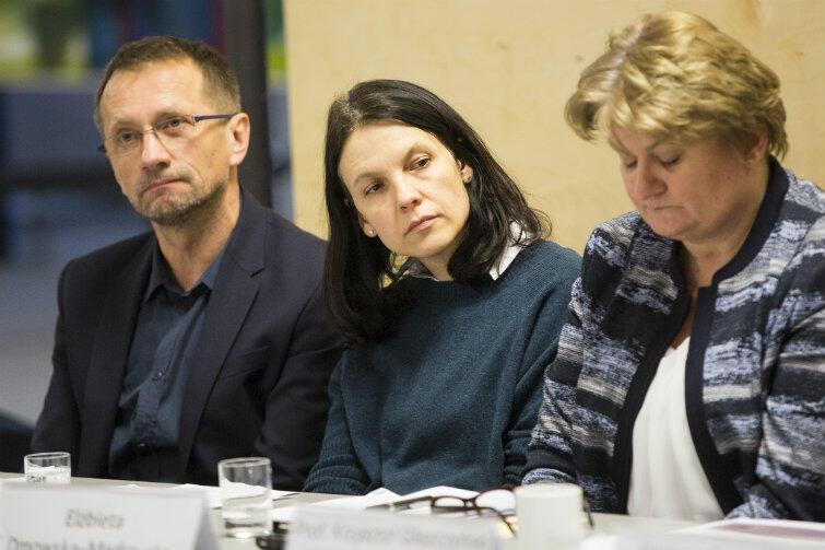 Konferencja prasowa w sprawie mozaiki Anny Fiszer, środa 20 stycznia 2016 r. Pośrodku - Aleksandra Trzaska, jedna z inicjatorek społecznego protestu, który zakończył się sukcesem.