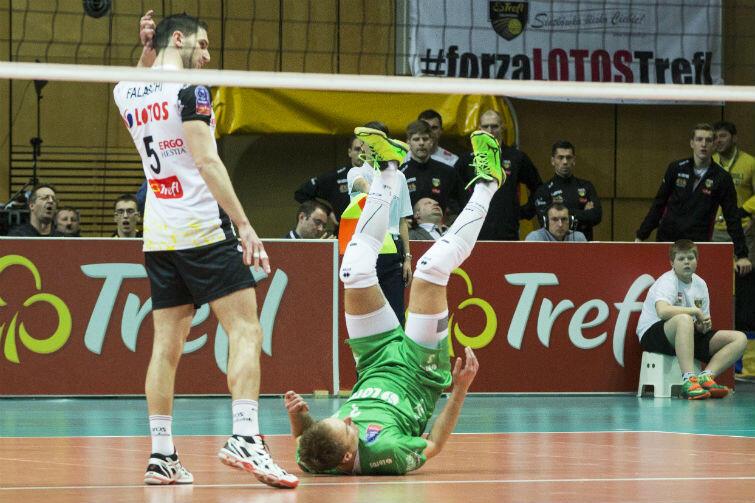 Piotr Gacek stawał na głowie, by odbierać ataki rywali