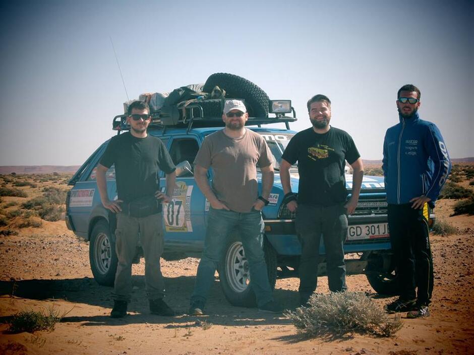 Attention Dangel na pustyni. Od lewej: Jędrzej, Maciej, Grzegorz i Piotr
