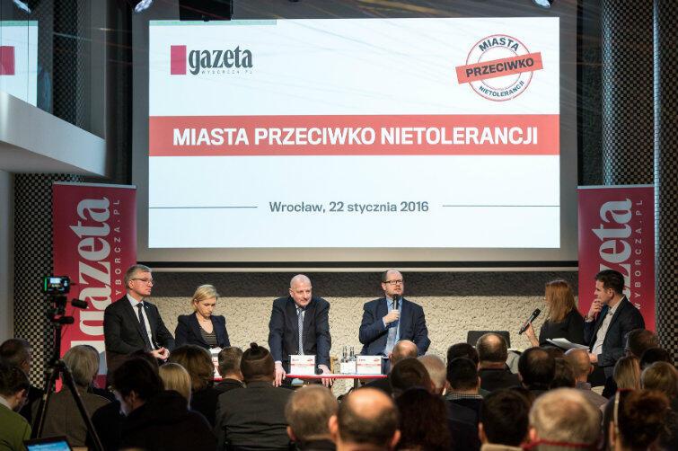 Prezydenci miast debatowali, a później podpisali Deklarację Wrocławską, zapowiadając współpracę w walce z nietolerancją, rasizmem, antysemityzmem.