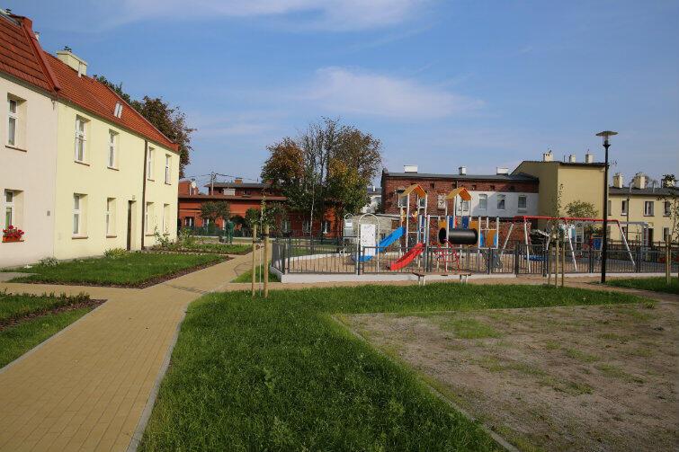 Letnica. Mieszkańcy doceniają korzystne zmiany w ich okolicy. Dbają o to, by wyremontowane domy, ulice, podwórka i nowe place zabaw nie były niszczone przez wandali.