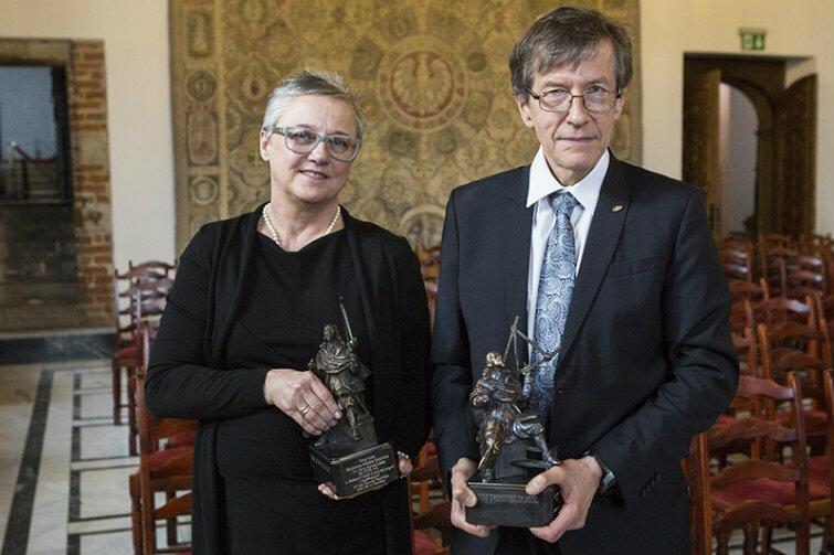 Wspólne zdjęcie laureatów: dr hab. Danuta Popinigis z Akademii Muzycznej w Gdańsku i prof. Marek Żukowski, Uniwersytet Gdański.
