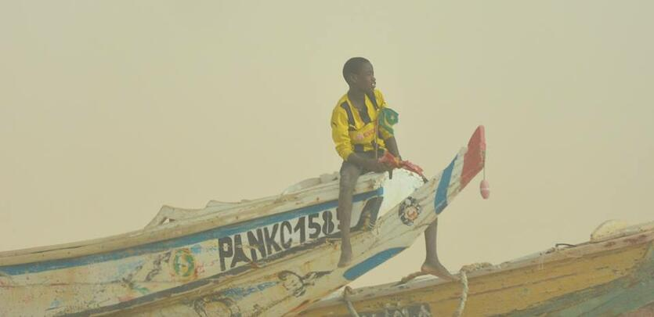 Chłopiec na łodzi