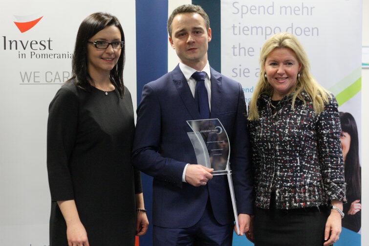 Na zdjęciu od lewej: Jolanta Gantkowska - dyrektor zarządzający AMS Polska, Robert Łężny - dyrektor ds. operacyjnych gdańskiego centrum oraz Rosaleen Blair - prezes AMS.