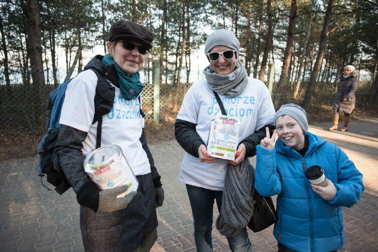 Wolontariuszki zbierały nad morzem pieniądze na hospicjum Fundacji Pomorze Dzieciom.