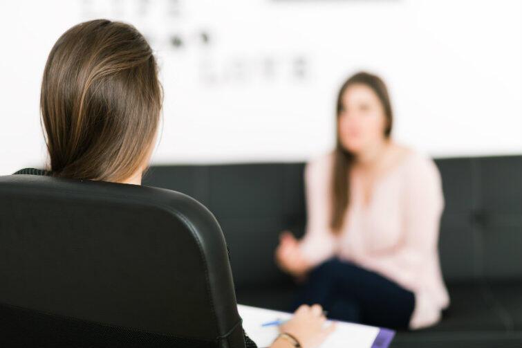 Psychoterapia nie jest procesem krótkotrwałym, ale może doprowadzić do dobrych zmian w życiu i poprawić samopoczucie na co dzień.