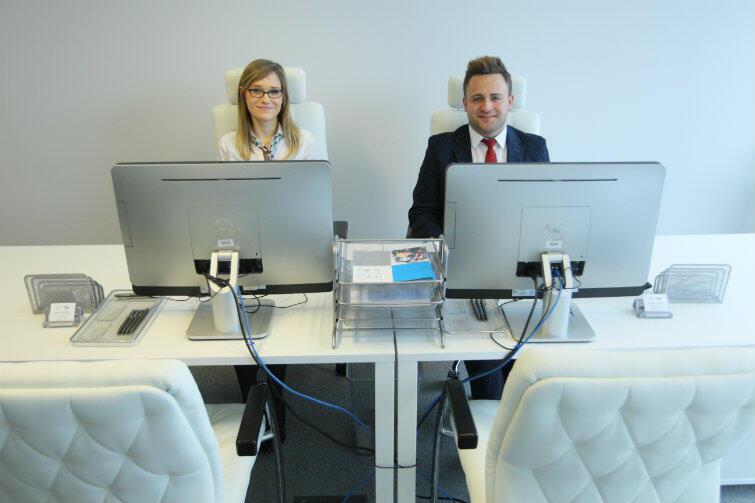 Anna Hryniewicz i Krzysztof Kunicki - doradcy Job Office w miejscu pracy.