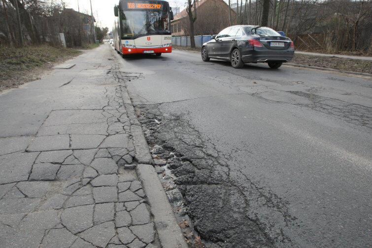 Według dwóch z trzech wariantów, torowisko tramwajowe może być wybudowane wzdłuż remontowanej właśnie ul. Sobieskiego. Kontrowersje budzi jednak dalszy przebieg tej trasy.