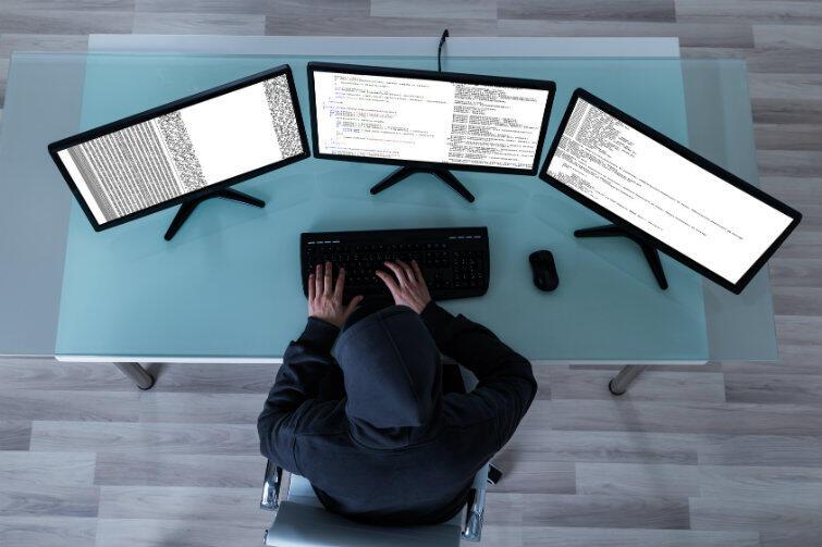 Uwaga na cyberoszustów! Żadna z instytucji związanych z programem 500+ nie pobiera opłat za wypełnienie i złożenie wniosku.