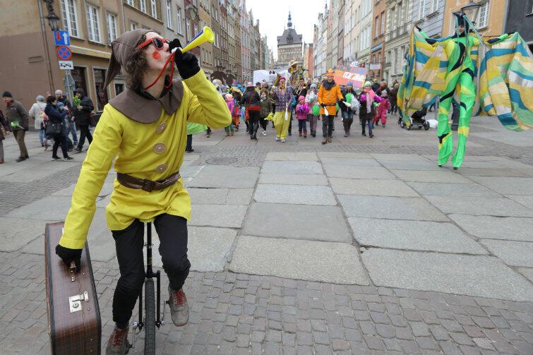 Długi Targ, 19 marca 2016 r. Dwie parady: z okazji XI Światowego Dnia Zespołu Downa i na powitanie wiosny.