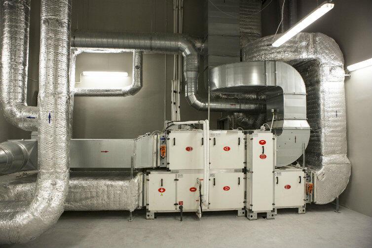 Trzewia całego przedsięwzięcia: maszyneria w budynku technicznym.