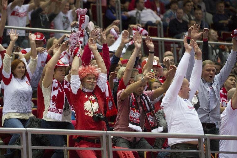 Fani piłki ręcznej potrafią stworzyć doskonałą oprawę meczu i znakomicie dopingować biało-czerwonych