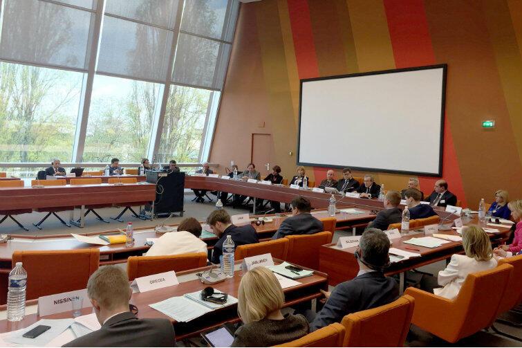Sesja plenarna Zgromadzenia Parlamentarnego Rady Europy, z udziałem wicepremiera Piotra Glińskiego i Basila Kerskiego jako gośćmi honorowymi.